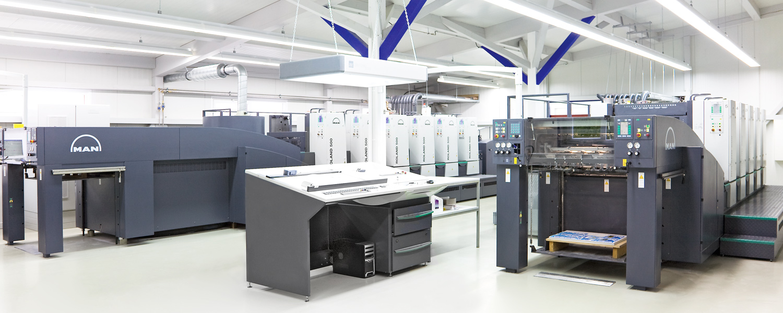 Zwei MAN Roland Offset-Druckmaschinen im Drucksaal der Druckerei Rapp-Druck GmbH
