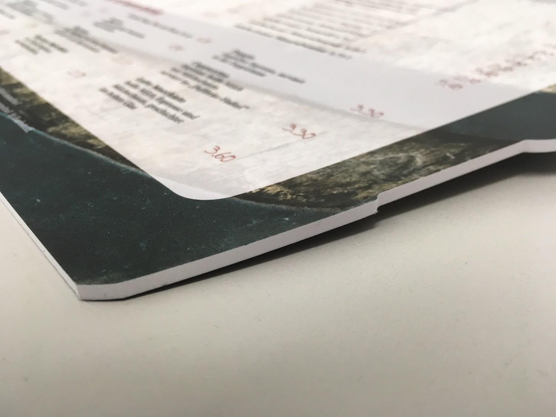 Speisekarte auf PVC Hartschaum mit 3 mm Stärke konturgefräst der Druckerei-Rapp-Druck Detailansicht