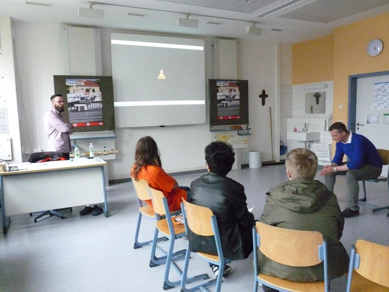 Präsentation Druckerei Rapp-Druck Ausbildungsberuf Medientechnologe Druck und Mediengestalter Digital & Print Michael-Emde Schule Klassenzimmer