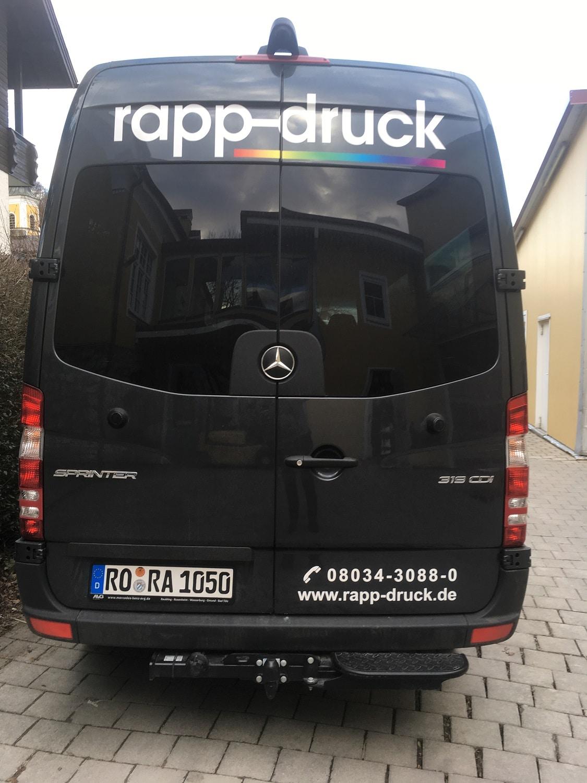 Neuer Lieferwagen der Druckerei Rapp-Druck in der Heckansicht